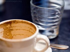 علميا لماذا نقدم القهوة مع الماء ؟