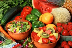 الفواكه والخضروات الغنية بالفيتامينات والمعادن والألياف :